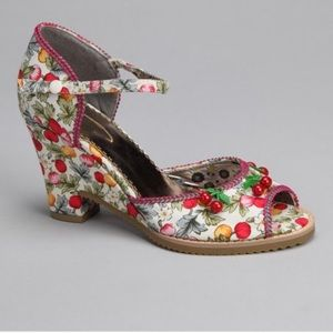 New Poetic License Sweet Shirley Temple sandals 9